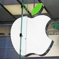 Silný rušeň menom Apple a Ikarov pád: Index Dow Jones prvýkrát nad 22 tisíc bodov