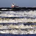 Prílivová vlna, ktorá zdvíha všetky lode