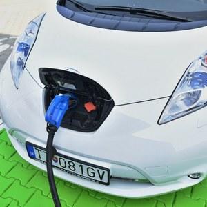 JPMorgan: Revolúcia elektrických vozidiel prinesie viacerých porazených