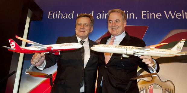 Šéf  Etihad airways James Hogan a za Air Berlin Hartmut Mehdorn