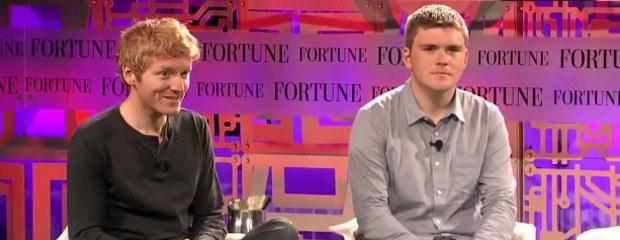 Skutočný príbeh: Ako dvaja bratia premenili sedem riadkov na 9,2 miliárd dolárov