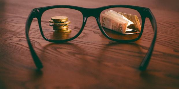 Keď kvôli peniazom kypí žlč: Mali by sme vedieť, koľko zarába náš najbližší kolega?